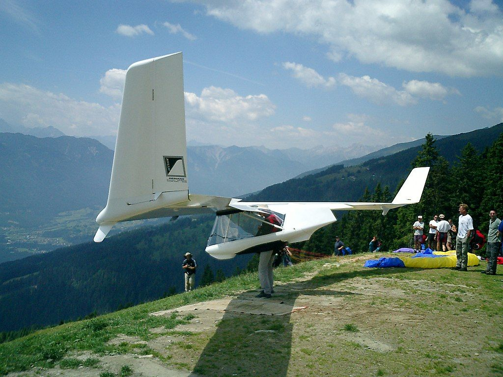 1024px-Swift'Lite_glider_foot_launched_glider_prior_to_take-off.jpg
