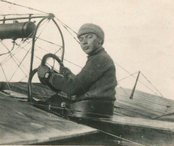 3.Aviator-N.D.Anoshhenko.-1912-g-600x505.jpg
