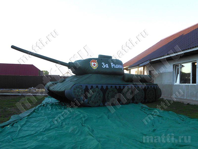 Надувной танк Т-34 для Москвы.jpg